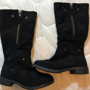 Winter boots with interior fur